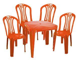 mesa e cadeira de plástico vermelho